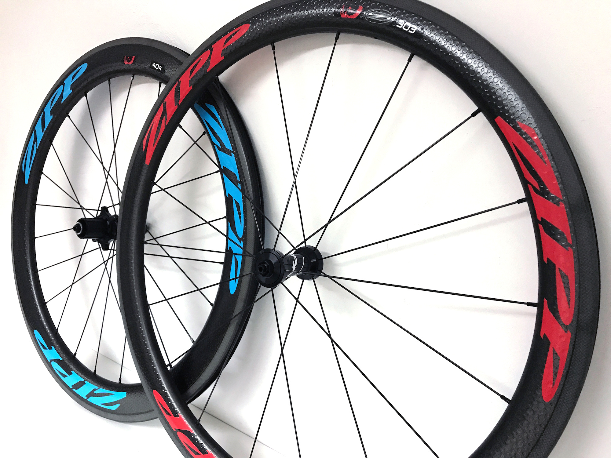 Preview zipp 303 404 firecrest carbon clincher red blue 2017 2018