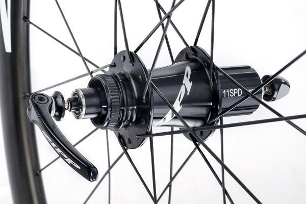 ZIPP 302 Carbon Clincher Disc Brake - Laufradsatz - weiße Aufkleber